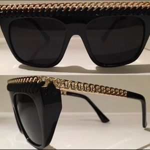 Accessories - Black Sunnies 😎With The Gold Trim